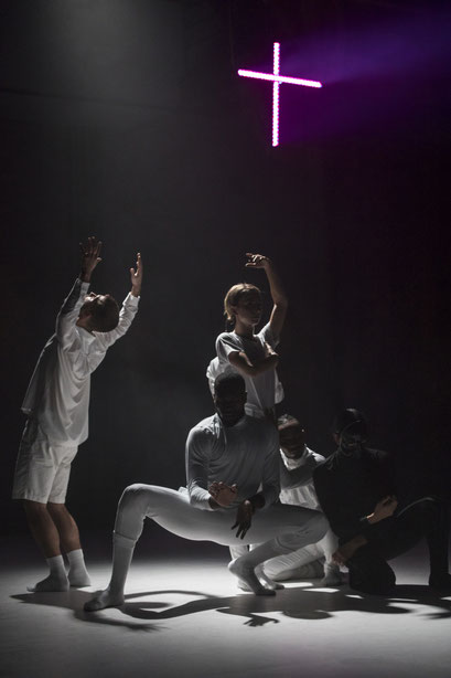 Fleshless Beast - by kNonAme Artist, Roderick George; Sophiensaele Berlin; dancers: Olivia Acona, Vinson Fraley, Roderick George, Dominic Santia, Harumi Terayama, Jin Young Won; music: LOTIC; photo by: Jubal Battisti