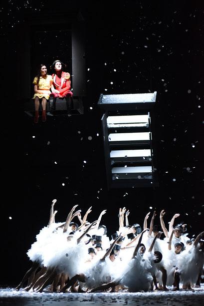 Der Nussknacker - by Tim Plegge for Hessisches Staatsballett, dancers: Ensemble Hessisches Staatsballett; photo: Regina Brocke