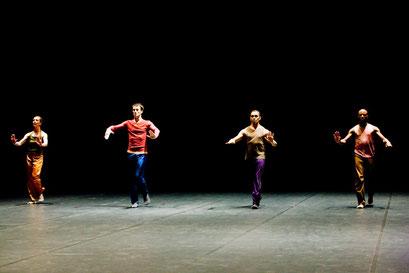 Radio Mythic Theater - by Dana Caspersen; dancers: Christine Bürkle, Alessio Silvestrin, Mauricio de Oliveira, Emmanuel Obeya; photo: Sylvio Dittrich
