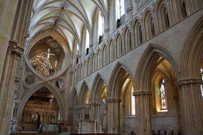Wells - gotische Scherenbögen in der Kathedrale