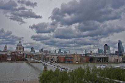 Blick vom Dach des Museum Tate Modern auf die City of London