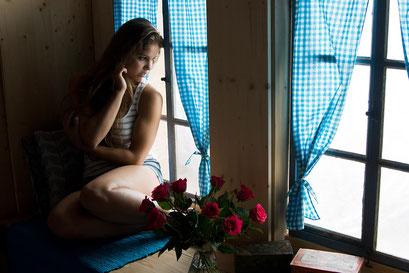 """... ein Anwendungsbeispiel im Set """"alte Fenster"""" mit dem vorhandenen, natürlichem Licht"""