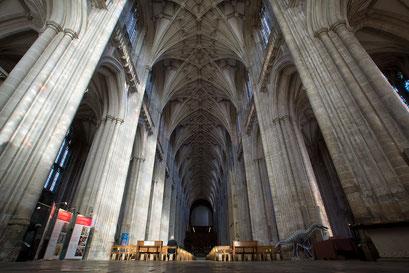 Winchester - gotische Kathedrale mit einem 164 Meter langen Kirchenschiff, dem längsten in Grossbritanien