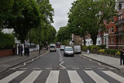 """Abbey Road ... auf diesem Fussgängerstreifen wurde das Bild für das Cover des Beatles-Album """"Abbey Road"""" gemacht"""