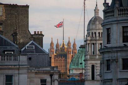 Blick vom Trafalgar Square auf das House of Parliament