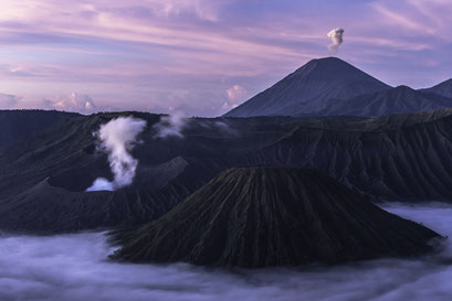 Tengger Caldera im schönsten Morgenlicht mit Vulkan Bromo im Vordergrund und Vulkan Semeru im HIntergrund/Tengger Caldera in the most beautiful morning light with Bromo in foreground and Semeru in the background © martinsieringphotography