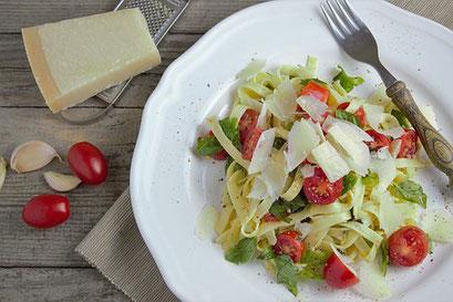 Pasta, Parmesan, Tomaten, Basilikum