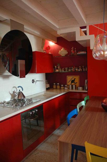 cucina rossa laccata< - una-architettura