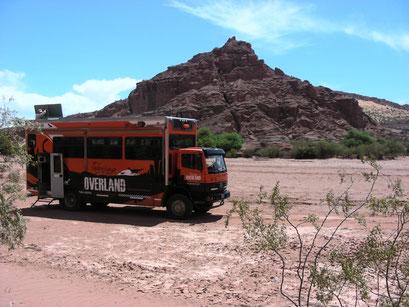 Nationalpark Talampaya darf nur mit diesem Tourbus erkundet werden