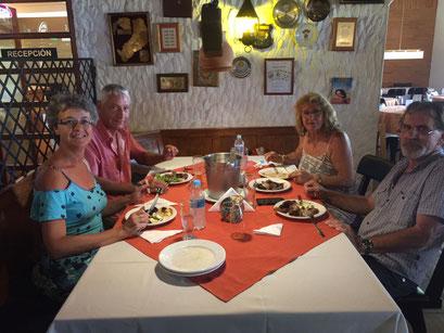 im Restaurant Papillon mit Maria und Klaus