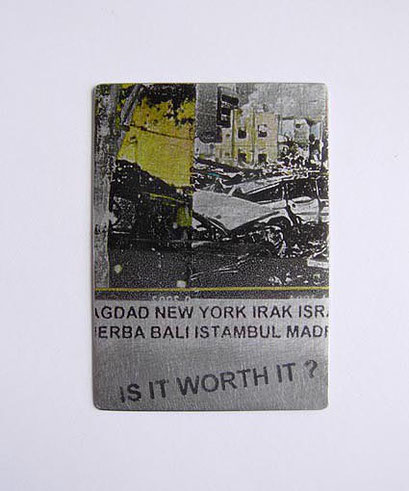 Anti war Medal: Pin / Fotodruck auf Eisenplatte, Magnet