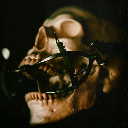 Bondage skull