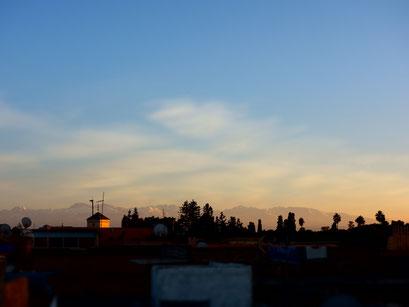 Toller Sonnenuntergang mit Bergpanorama.