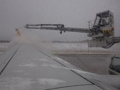 Vor dem Start musste das Flugzeug ersteinmal enteist werden.