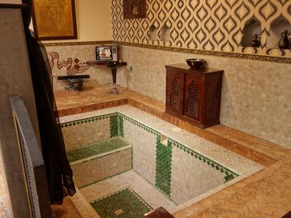 Ein Innenpool im Riad.