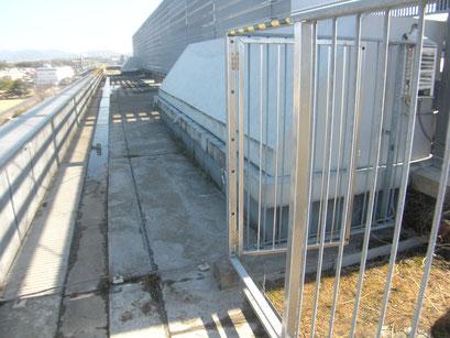 屋上鉄柵出入口新設工事:工事写真
