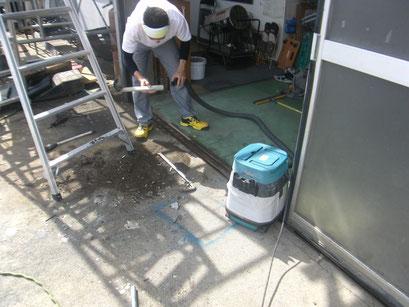 アルミ製ハンガードア改修工事の工事写真