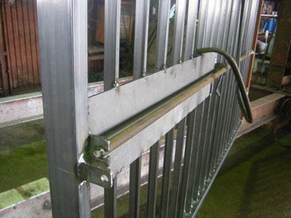 スチール門扉取替工事の工事写真