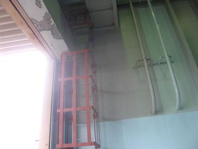 タラップ落下防止柵の工事写真