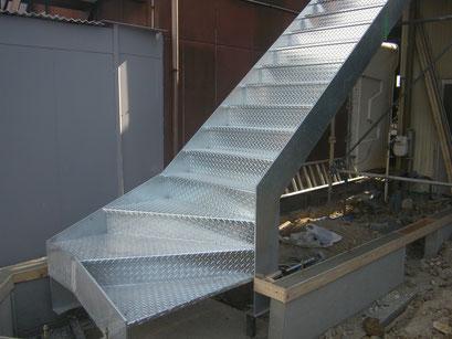 工場改修鉄骨工事の工事写真