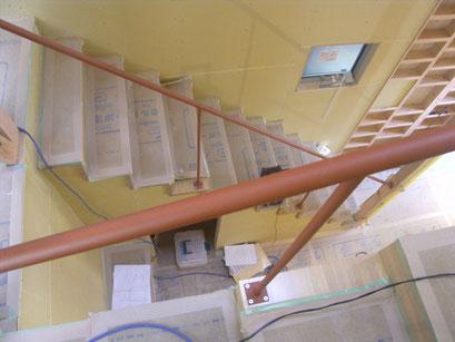 室内スチール階段手摺の工事写真