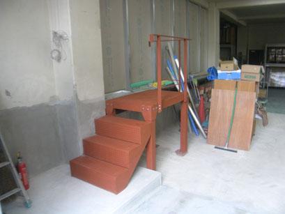 鉄骨ステージ・手摺工事の工事写真