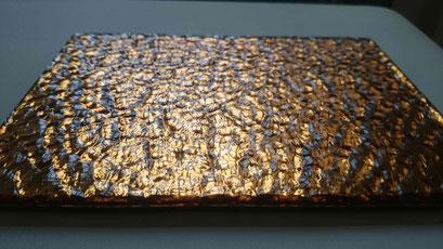 Strukturglas in Kombination mit Farben und auch als Verbundglas