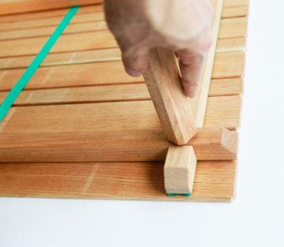 脚と骨格は、ボルトで簡単に結合します。