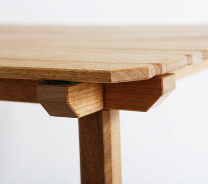 伝統的な工法、アイカキ接ぎの仕組みを用いて、強度と剛性を確保しています。