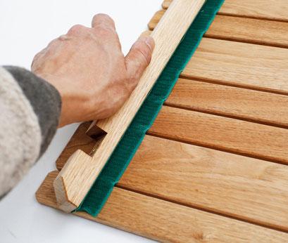 バラす時は、マジックテープを縦方向ではなく、横方向へ斜めにずらすようにしてください。天板のマジックテープを長持ちさせてくれます。
