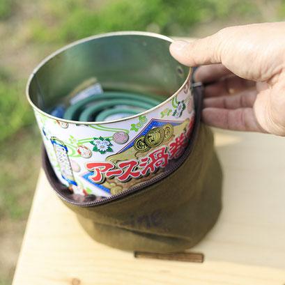 蚊取り線香30巻缶がすっぽりと入ります。