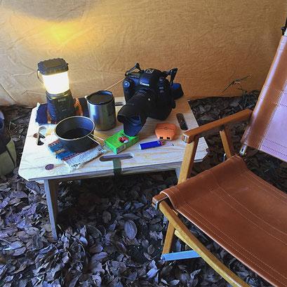 テントの中で使えば、小物置き場として大活躍します。