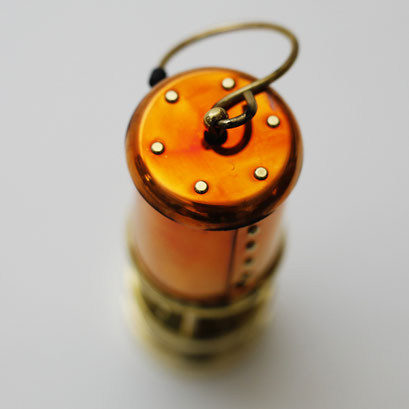 銅の部分は使ううちに焼けて変色していきます。