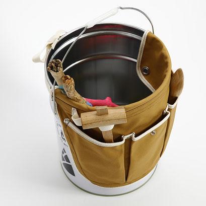 ペール缶に装着する時には、フラップを内側に折って付けましょう。
