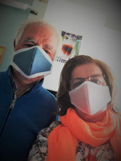 Als Paar gut aussehen. Damen und Herren Masken mit integriertem Filter. blau_rosa