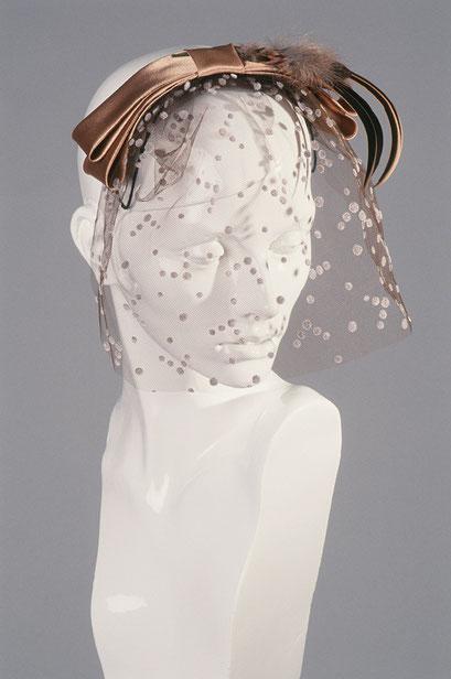 Kopfbedeckungen Anja Kaninck / Hochzeit · Schleier · Brautschmuck · Gesichtsschleier · Tupfenschleier · Seidenschleier / Tüll · Satin Schleife · Feder Garnitur / braune · bronze · kupfer