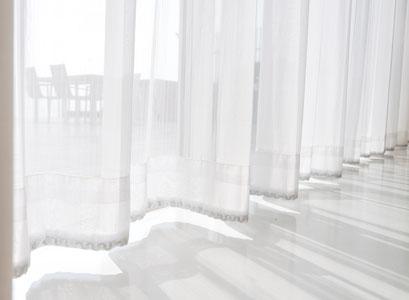 mueden.de, Gardinenservice, Bildlange weiße Stores bis zum Boden