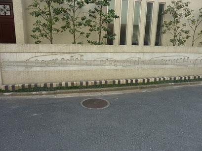 街角で壁に描かれた音符