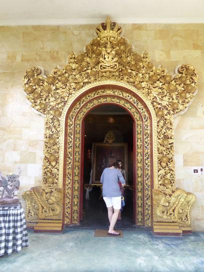 Bild: Der Eingang zum Museum des Don Antonio Blanco in Ubud