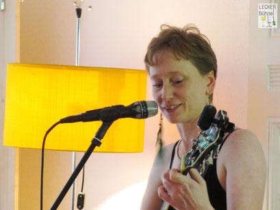 UTE DANIELZICK (Singer/Songwriter)
