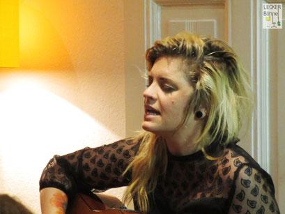 ANN JANGLE (Singer/Songwriter)