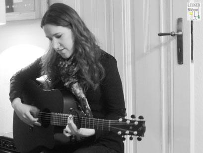 JULIA MICHELLE (Singer/Songwriter)