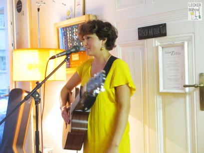 DEERYONA (Singer/Songwriter)