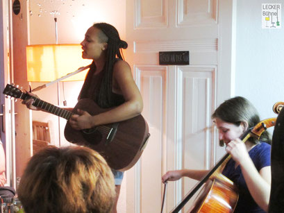 NURIA EDWARDS (Singer/Songwriter), NATASHA JAFFE (Cellistin)
