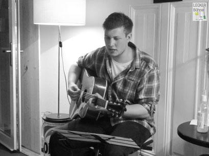 SIMON BENJAMIN (Singer/Songwriter)