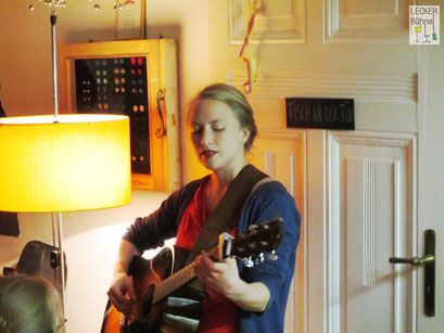 LAURA HOO (Singer/Songwriter)