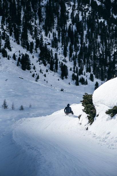 Rodeln im März in Tirol - 8 hochalpine Rodelbahnen mit Schneesicherheit (Ötztal Sulztalalm, Amberger Hütte)