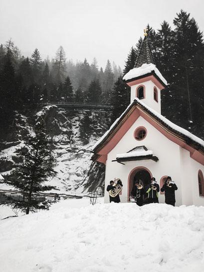 Gschnitzer Advent im Mühlendorf - die romantischsten Weihnachtsmärkte in den Bergen (Tirol, Südtirol, Bayern)
