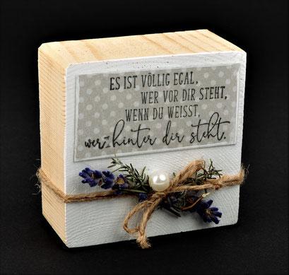 Holzblock mit Spruch und Lavendeldeko € 11