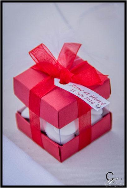 boites à dragées rouge et blanche